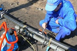 Подготовка труб для прокладки трубопроводов при обеспечении необходимых коммуникаций